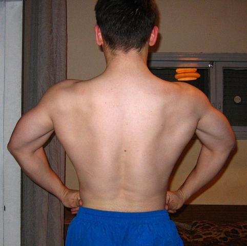 Пытаюсь показывать спину