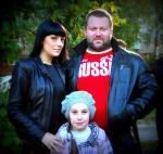 Александр Клюшев с семьей.jpg